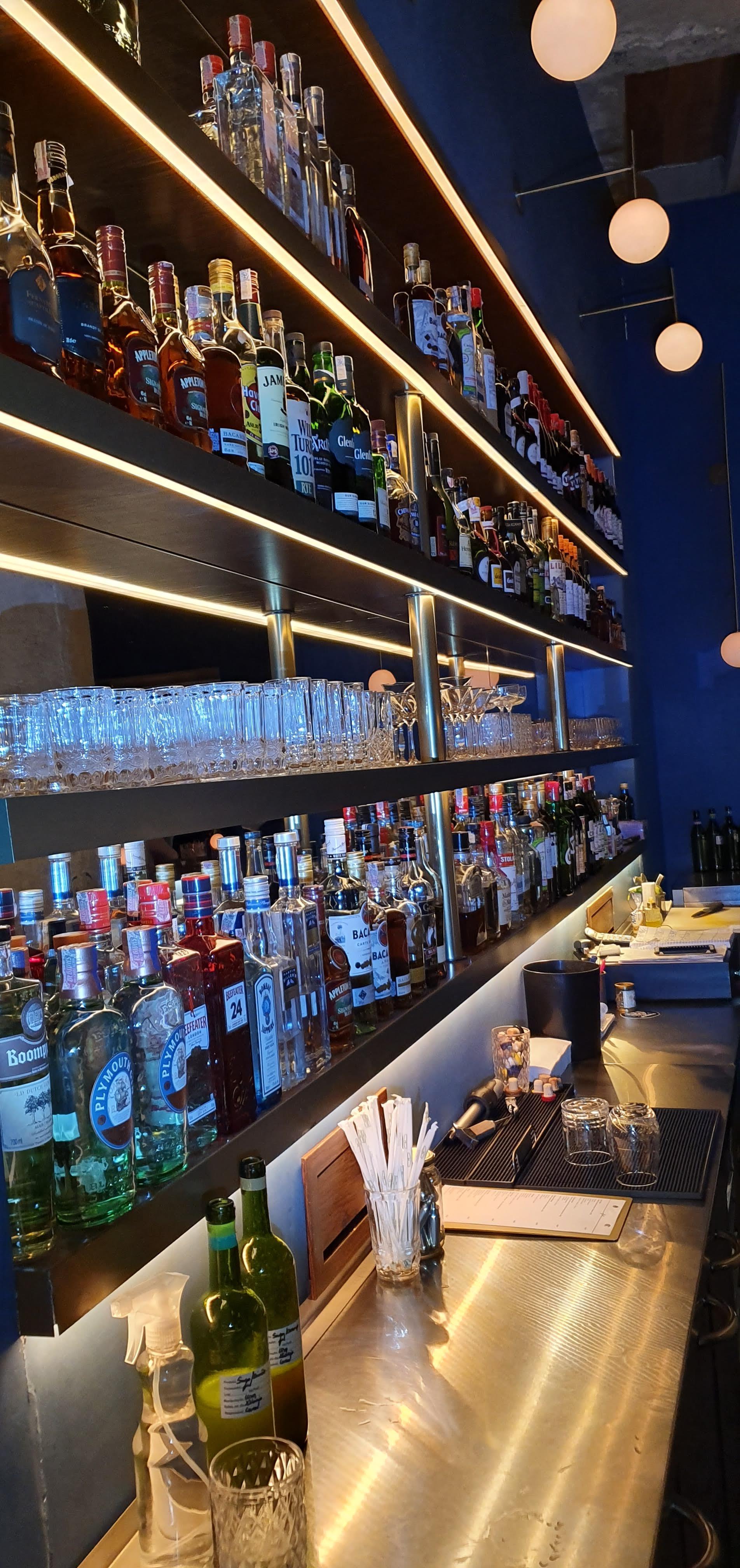 Bar FEL, O Blood and Sand é preparado com whisky 12 anos, cherry heering, vermouth rosso e laranja