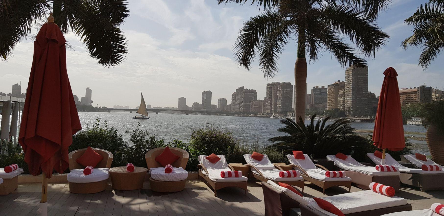 Área de piscina - Hotel Sofitel Cairo Nile El Gezirah