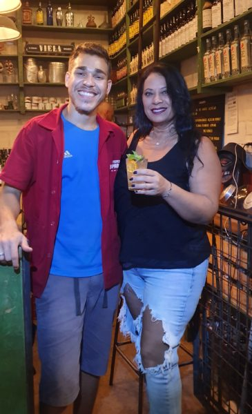 Albert Coelho e Cynthia Rubia Cachaçaria Lamparina