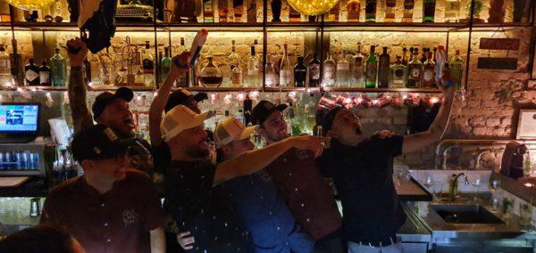 Márcio Silva e equipe do Guilhotina com bartenders convidados do Alquimico