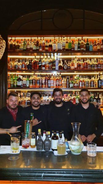 Equipe de bartenders do Presidente Bar no Salón Presidencial: Nico Baldini, Juan Cives, Daniel Lopez e Roisbert Gonzalez
