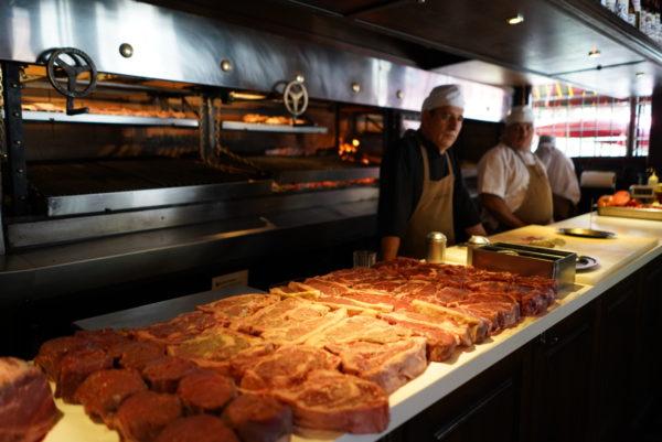 Exposição das carnes servidas no Don Julio Parrilla