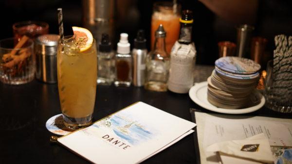 Coquetel Kombucha Terere (Vodka Ketel One, Kombucha de erva mate, e grapefruit de ginger ale) preparado por Tato Giovannoni, Dante NYC, Dante in Astor Rio